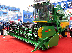 Combine Harvester in China